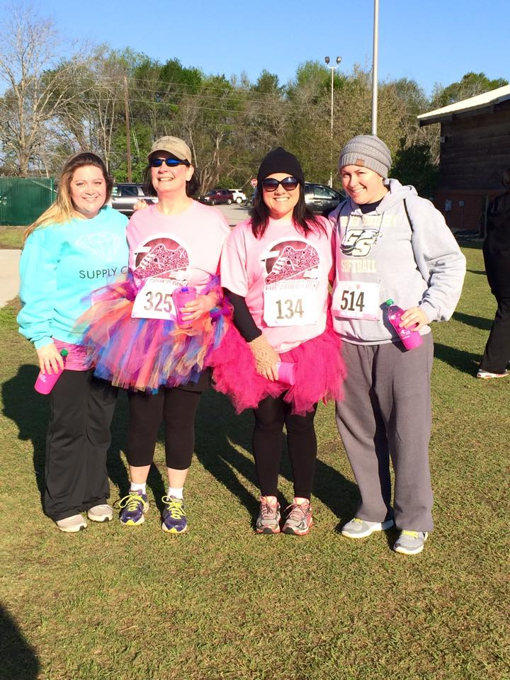 From l to r: Haley Anderson, Pam Martin, Jodi DiNello and Mackenzie Williams at the Pink Power Run