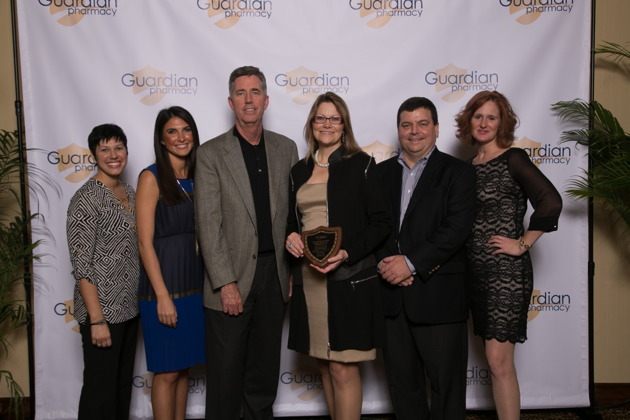 Kendall Forbes and David Morris presented Guardian of Jacksonville with the Pharmacy Excellence award at the 2015 PMM.  From l to r: Laura Polinsky, Pharm D, director of operations – Jacksonville; Georgina Leininger, director of marketing – Jacksonville; Kendall Forbes, Guardian Pharmacy EVP- Ops/Sales; Khristy McClelland, president – Jacksonville; David Morris, Guardian Pharmacy CFO; Wendy Steve, director of finance and administration – Jacksonville.